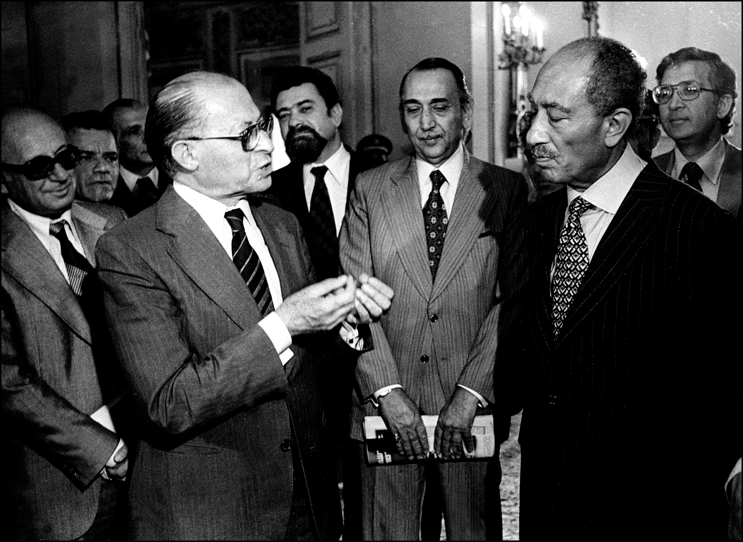 Egyptian President Anwar Sadat listens to Israeli Prime Minister Menachem Begin during press conference at the Egyptian Foreign Ministry, Cairo. : Sadat-Mubarak 1978-1981 : BILL FOLEY