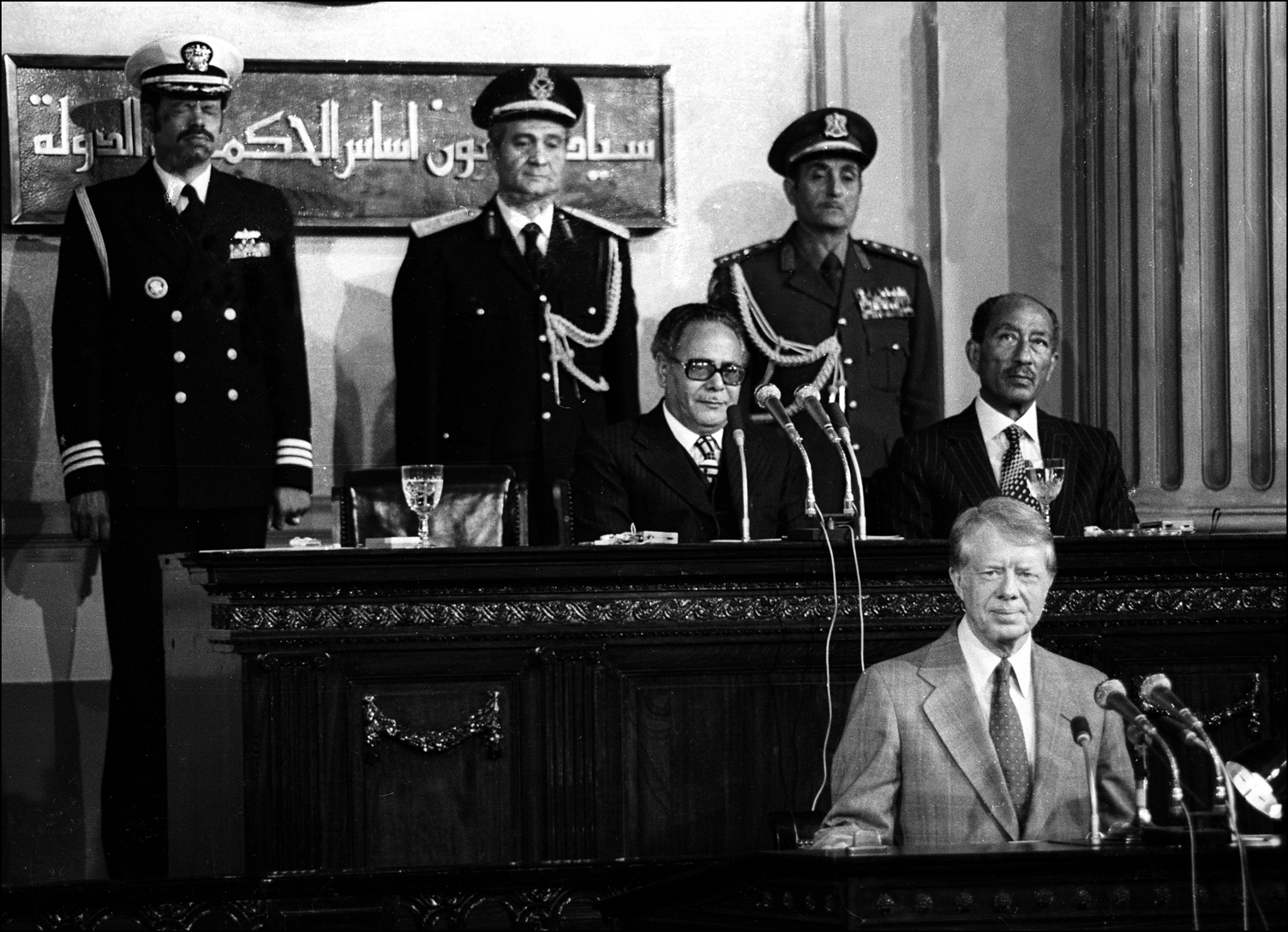 President Jimmy Carter addresses the Egyptian Parliament in Cairo, 1979 as President Sadat looks on. : Sadat-Mubarak 1978-1981 : BILL FOLEY