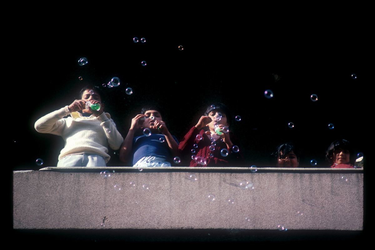 Bubbles, kids in West Beirut blow soap bubbles on their balcony. 1985 : Lebanon 1981-2008 : BILL FOLEY