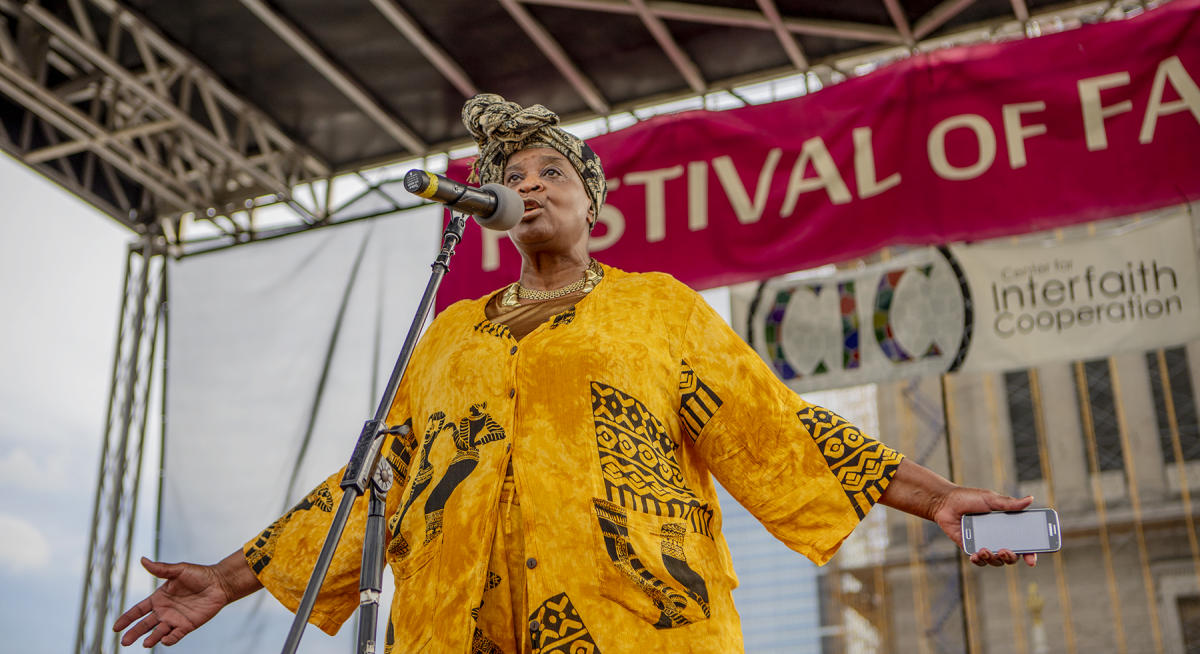 Ms. Callie Sanders reads poetry to the people at the Festival of Faith 2019. : Festival Of Faith, Downtown Indianapolis 2019 : BILL FOLEY